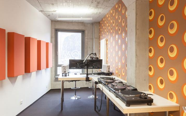 Radio Studio - Energy Groove Music