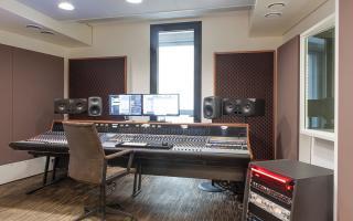 Studio Bronze - Analogue Recording // 48 Channel Neve Custom 75