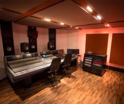 sae-stuttgart-neve_vr_legend_control_room-a
