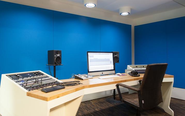 Studio Blue - Digital Recording // 16 Channel UA Apollo System