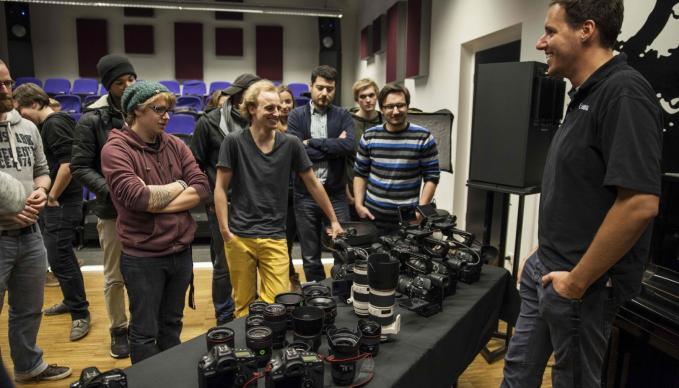 SAE Institute Köln - Round Up - Canon Cinema EOS vs. Canon DSLR